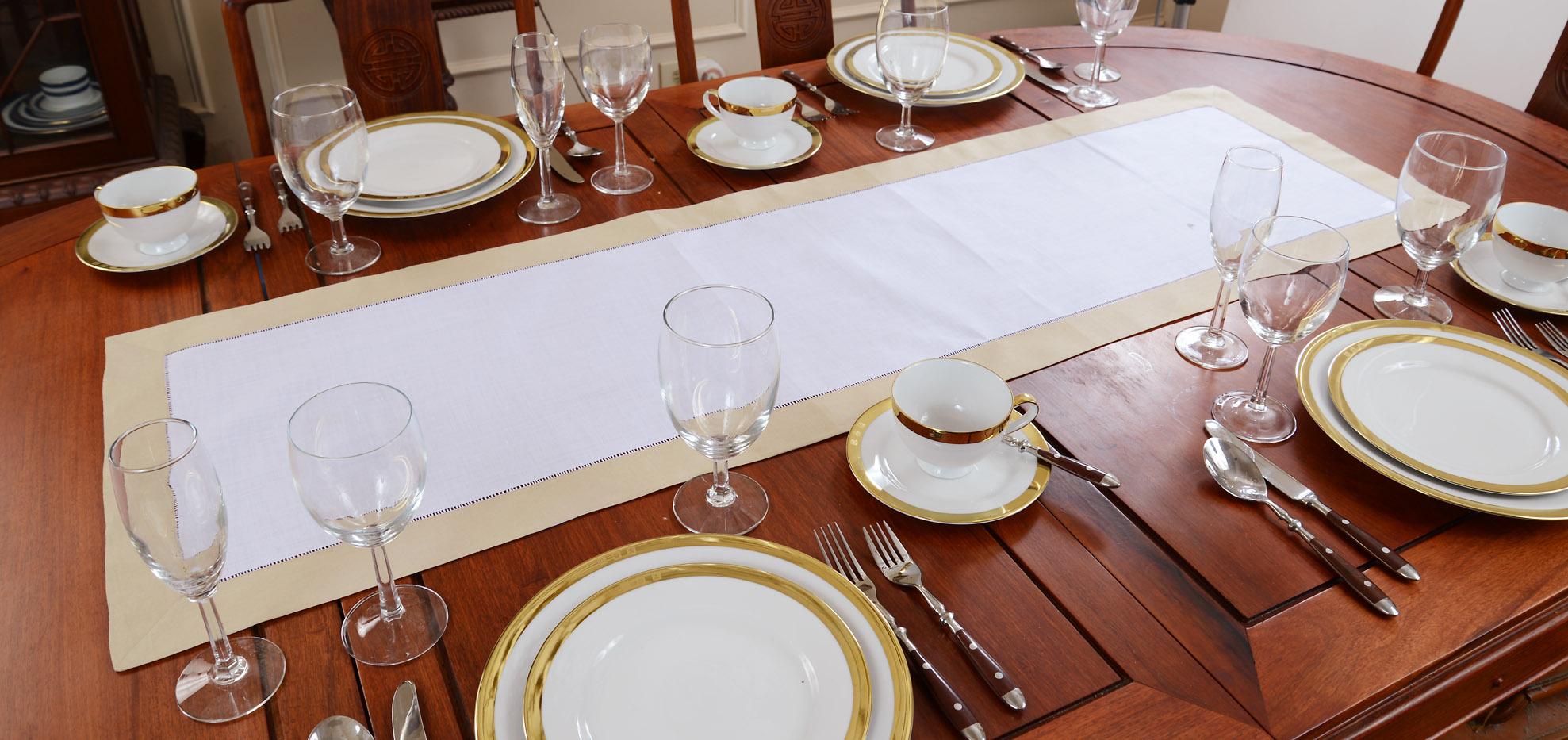 Festive Table Runner, safari color tirms