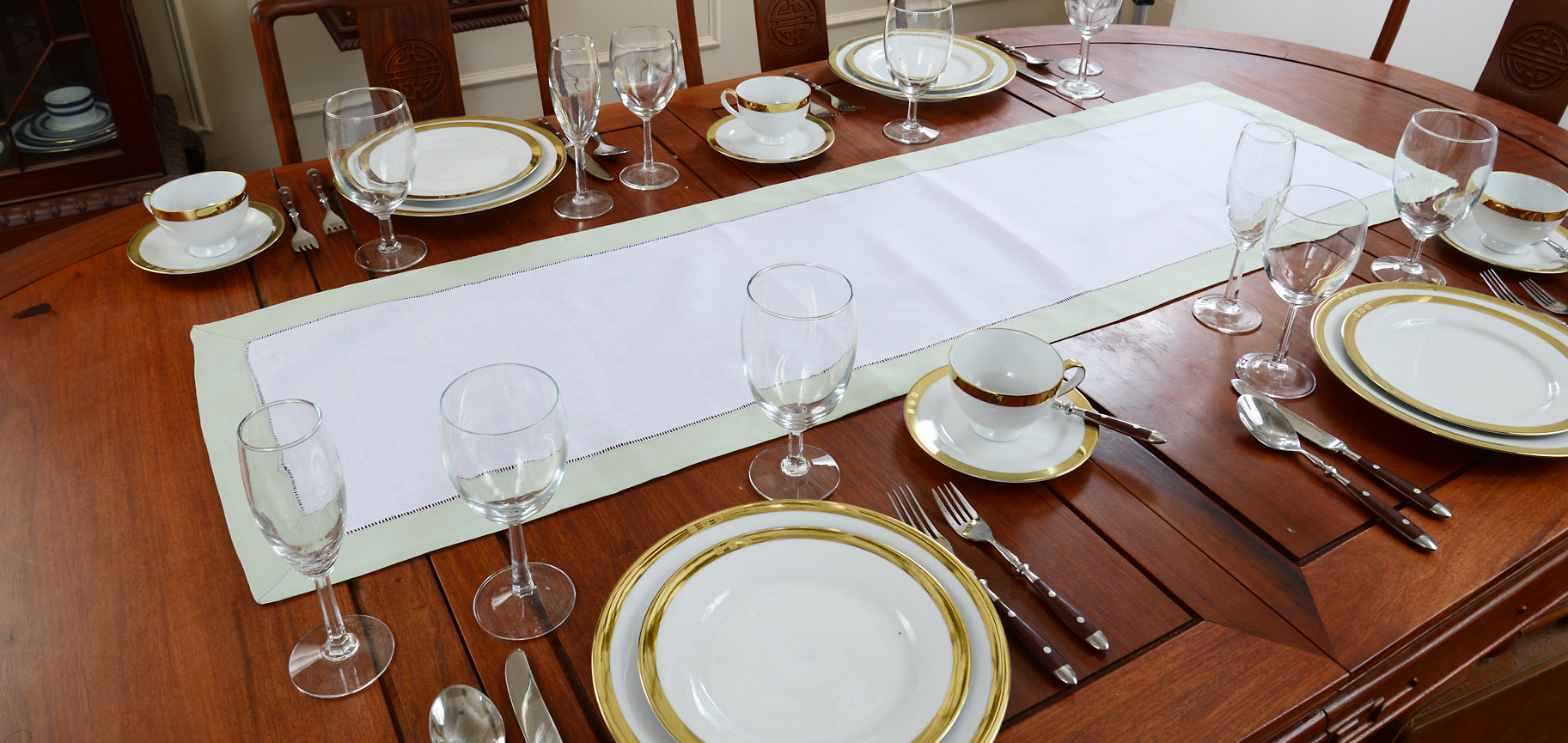 Festive table runner, white with winter pear color